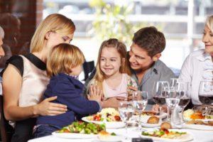 children playing in restaurant